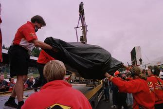 Bergung des Unfallautos von Jacques Villeneuve, Williams FW20