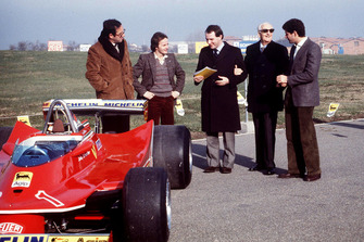 Maranello 1980, Mauro Forghieri, Gilles Villeneuve, Marco Piccinini, Jody Scheckter per la presentazione della Ferrari T5