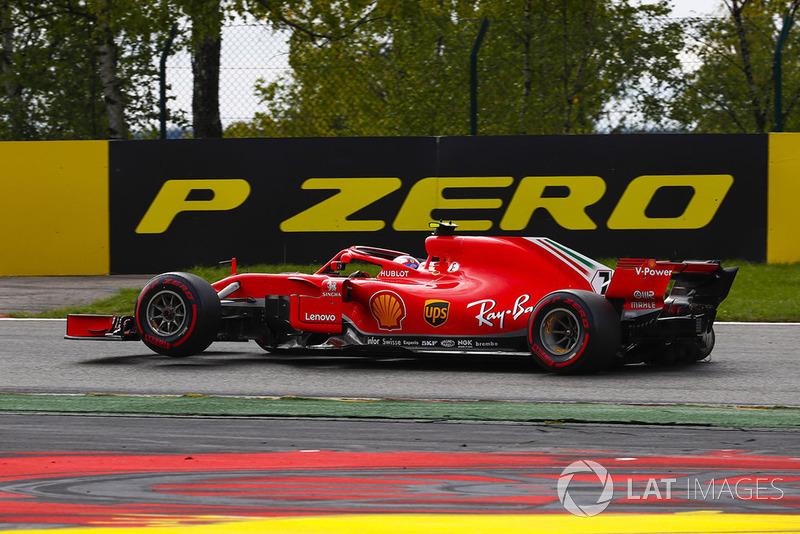 Kimi Raikkonen, Ferrari SF71H, con un pinchazo en la salida