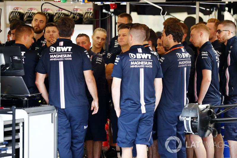 Riunione nel garage Force India F1