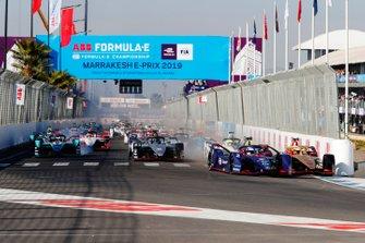 Sam Bird, Envision Virgin Racing, Audi e-tron FE05, Jean-Eric Vergne, DS TECHEETAH, DS E-Tense FE19, collide in the first corner