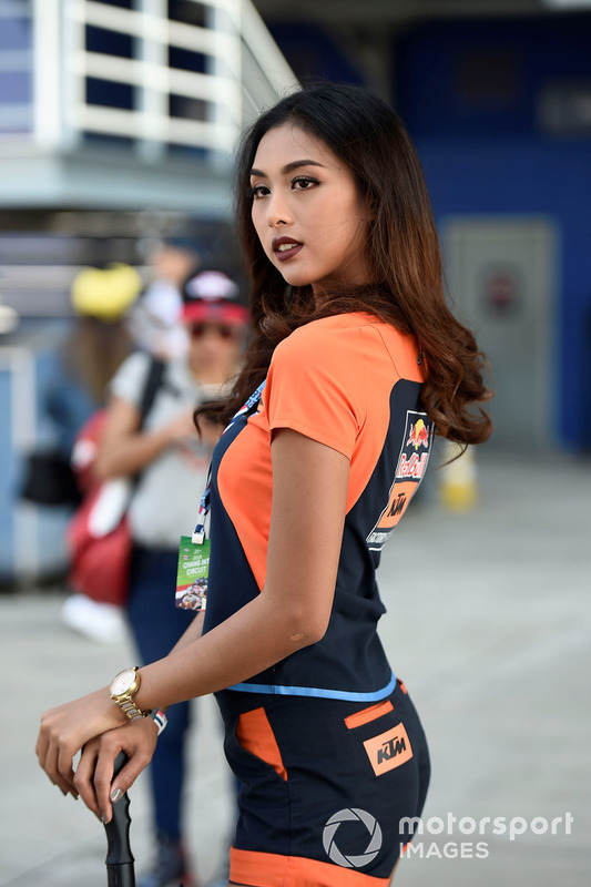 Rajtrácslányok a Thai Nagydíjról