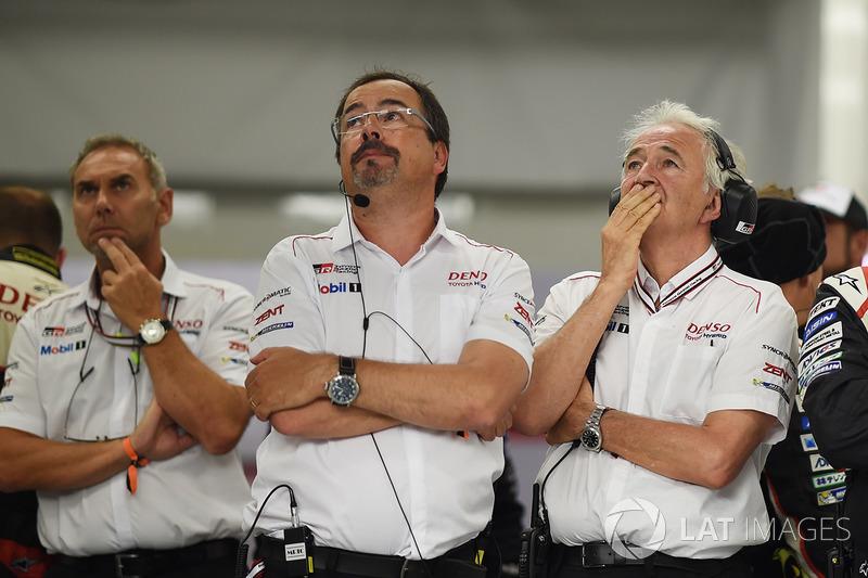 Jam ke-10: Reaksi tim Toyota setelah mobil #9 juga tersingkir