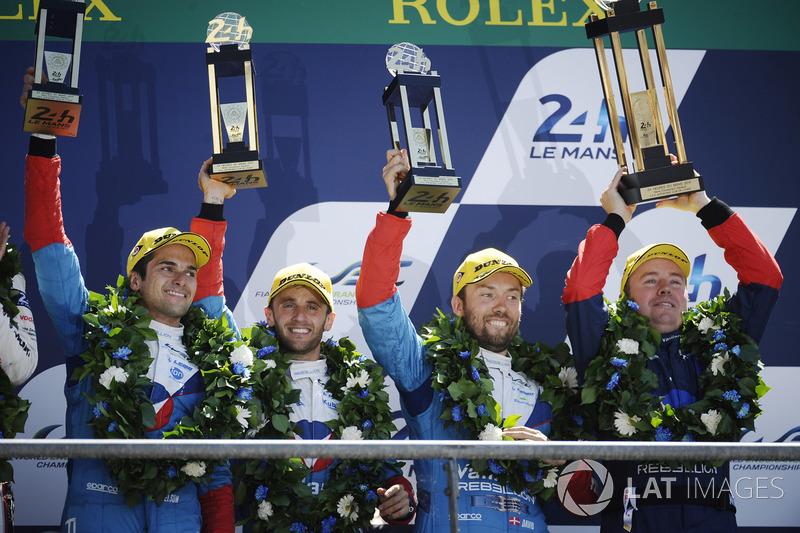 Подиум: третье место – №13 Vaillante Rebellion Racing Oreca 07 Gibson: Матиас Беш, Давид Хайнемайер