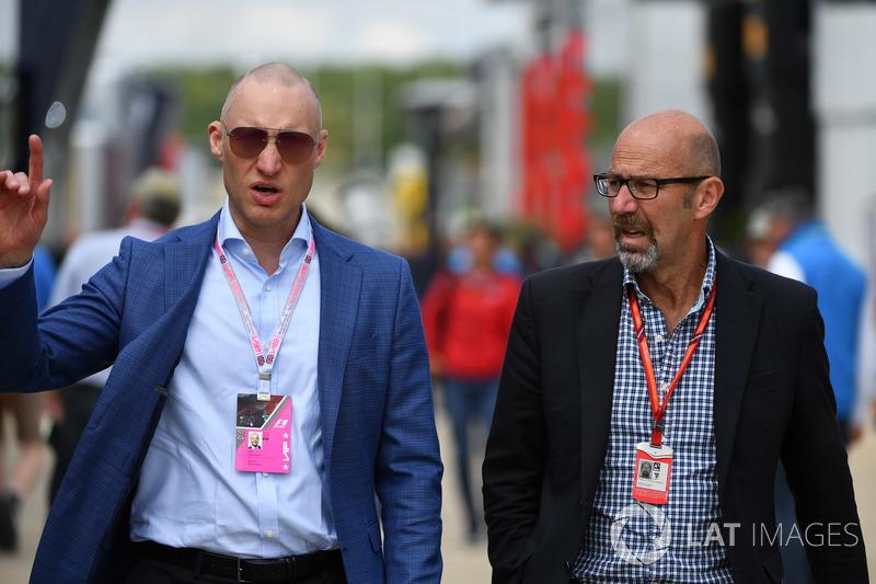 Trent Smyth, Norman Howell, Formel-1-Kommunikationschef