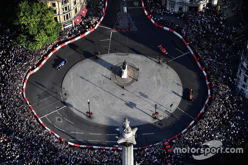 Londra gösterisi havadan görünüm