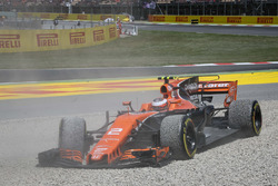 Race retiree Stoffel Vandoorne, McLaren MCL32 after crashes out of the race