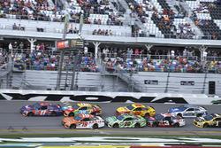 Restart: Denny Hamlin, Joe Gibbs Racing Toyota