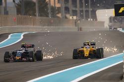 Карлос Сайнс-мл., Scuderia Toro Rosso STR11, и Джолион Палмер, Renault Sport F1 Team RS16