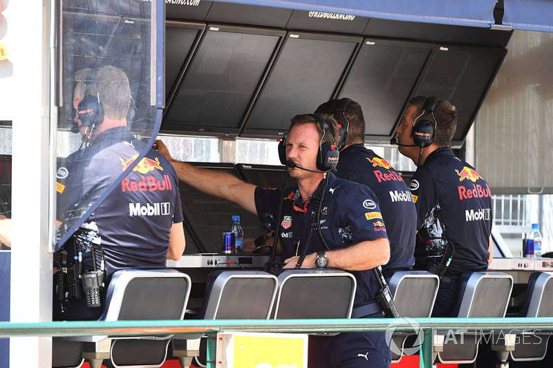 Christian Horner, Red Bull Racing RB13 Team Principal on the pit wall gantry