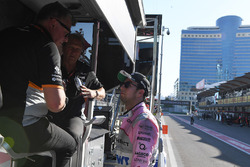 Sergio Perez, Sahara Force India talks, Robert Fearnley, Sahara Force India F1 Team Deputy Team Principal and Otmar Szafnauer, Sahara Force India Formula One Team Chief Operating Officer on the pit wall gantry following his pit stop, a broken front wing