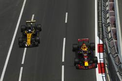 Макс Ферстаппен, Red Bull Racing RB13, и Джолион Палмер, Renault Sport F1 Team RS17