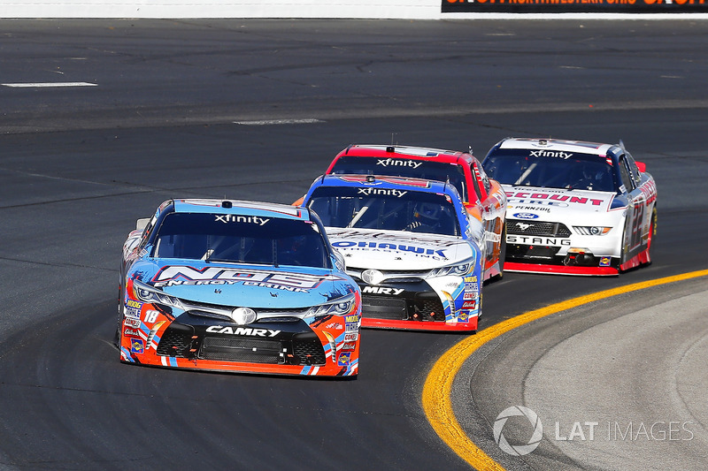 Kyle Busch, Joe Gibbs Racing Toyota y Ryan Preece, Joe Gibbs Racing Toyota