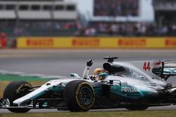Il vincitore della gara Lewis Hamilton, Mercedes AMG F1 W08 celebrate