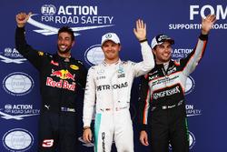 Топ-3 квалификации в закрытом парке: Даниэль Риккардо, Red Bull Racing RB12, - третий; Нико Росберг,