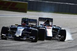 Pascal Wehrlein, Manor Racing MRT05 frenlemede lastiklerini kitliyor