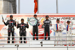 Podium GT300: winners Haruki Kurosawa, Naoya Gamou, second place Nobuteru Taniguchi, Tatsuya Kataoka, third place Jorg Muller, Seiji Ara