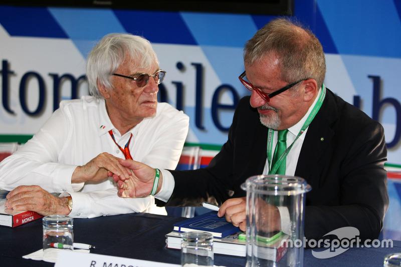 Bernie Ecclestone ve Roberto Maroni, Lombardia bölge başkanı, Monza pist açıklamasında