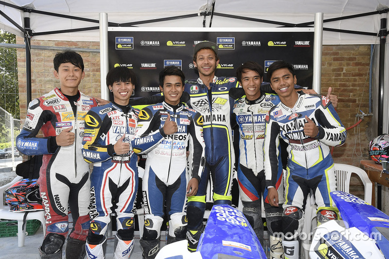 Valentino Rossi and the participants of the Yamaha VR46 Master Camp