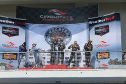 Podio clase de GS: ganadores de la carrera #15 Multimatic Motorsports Ford Shelby GT350R-C: Scott Ma
