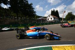 Pascal Wehrlein, Manor Racing MRT05 and Esteban Ocon, Manor Racing MRT05 at the start of the race