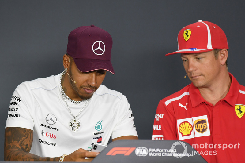 Lewis Hamilton, Mercedes AMG F1 e Kimi Raikkonen, Ferrari, nella conferenza stampa