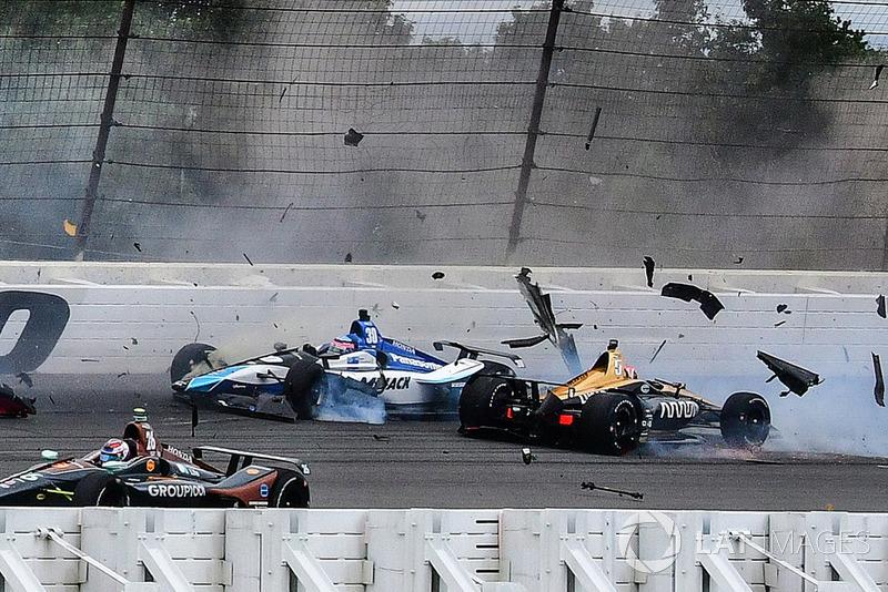 Accidente de Robert Wickens, Schmidt Peterson Motorsports Honda, James Hinchcliffe, Schmidt Peterson Motorsports Honda, Ryan Hunter-Reay, Andretti Autosport Honda, Pietro Fittipaldi, Dale Coyne Racing Honda