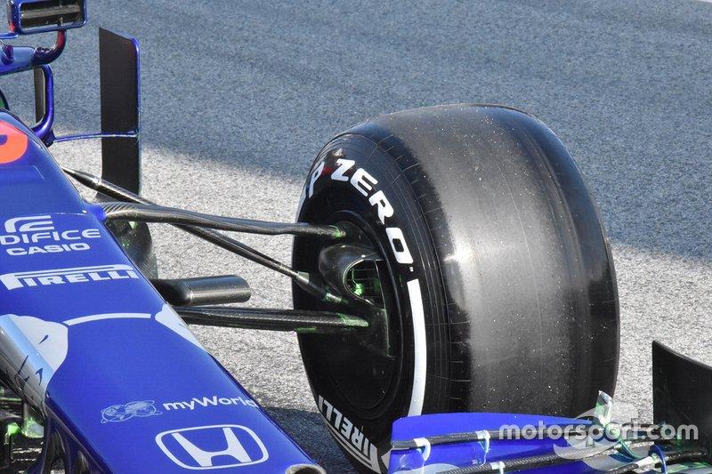 Suspension de la Scuderia Toro Rosso STR14