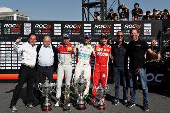 Ganador, Benito Guerra celebra con Loic Duval y Sebastian Vettel