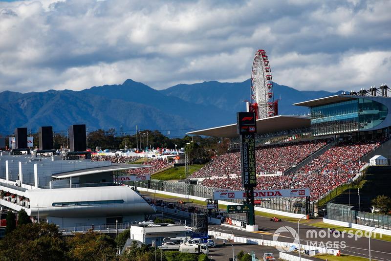 Brendon Hartley, Toro Rosso STR13, precede Sebastian Vettel, Ferrari SF71H