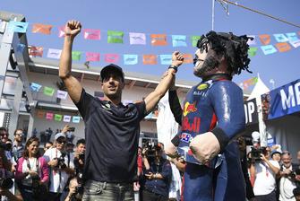 Daniel Ricciardo, Red Bull Racing plays pinata