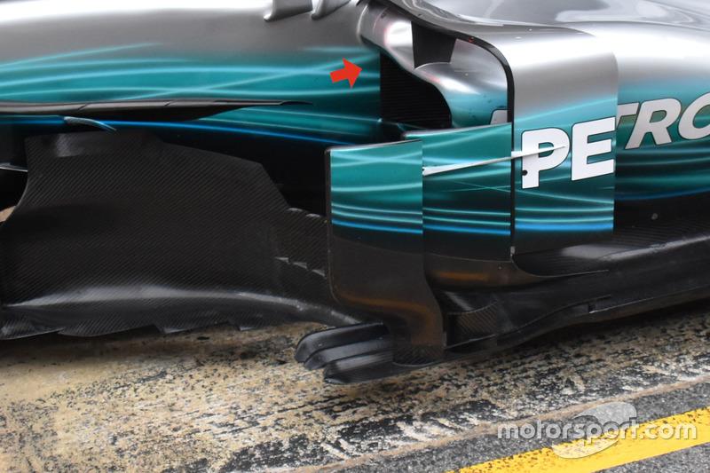 Mercedes AMG F1 W08,  отвори бічного понтону