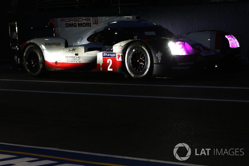 4. №2 Porsche Team, Porsche 919 Hybrid: Брендон Хартли, Эрл Бамбер, Тимо Бернхард