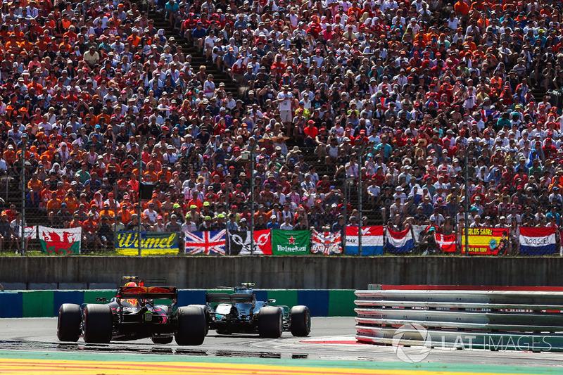 Valtteri Bottas, Mercedes-Benz F1 W08 Hybrid, Max Verstappen, Red Bull Racing RB13