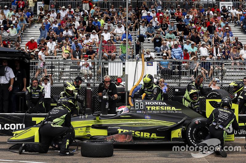 Charlie Kimball, Chip Ganassi Racing Honda pit stop