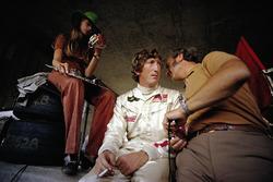 Jochen Rindt, Lotus, mit Ehefrau Nina und Colin Chapman, Lotus-Boss