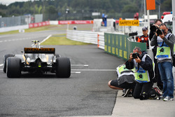 Jolyon Palmer, Renault Sport F1 Team RS17 and photographers