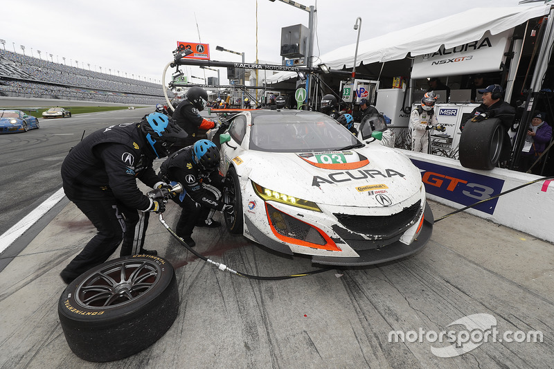 #93 Michael Shank Racing Acura NSX: Andy Lally, Katherine Legge, Mark Wilkins, Graham Rahal, acción en pits