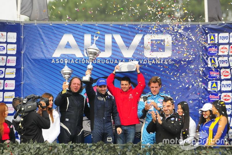 Podio: ganador de la carrera Fabricio Larratea, segundo lugar Daniel Ferra y tercer lugar Fernando Etchegorry (3°).