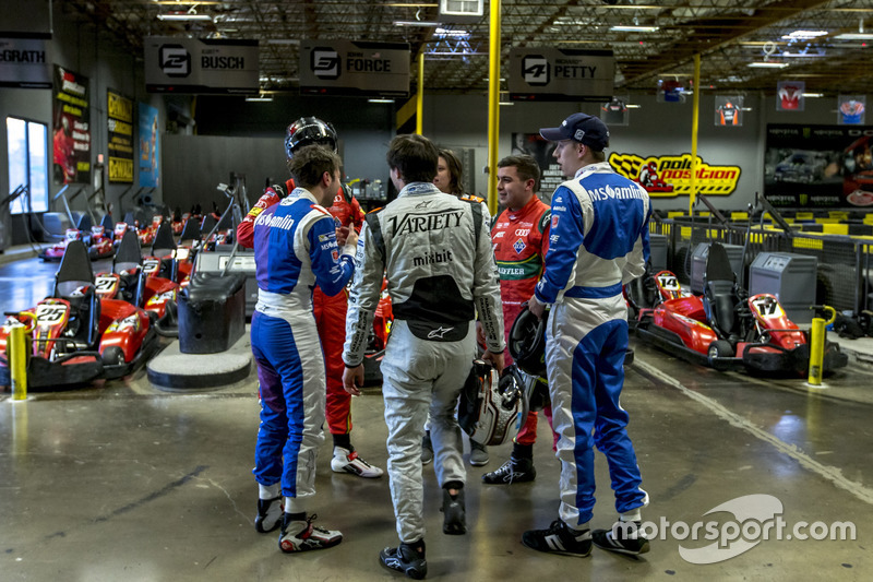 Pilotos de la Fórmula E mezclan con sus compañeros de equipo simulador-especialista y rivales