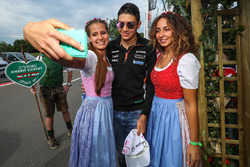 Esteban Ocon, Sahara Force India F1 and girls
