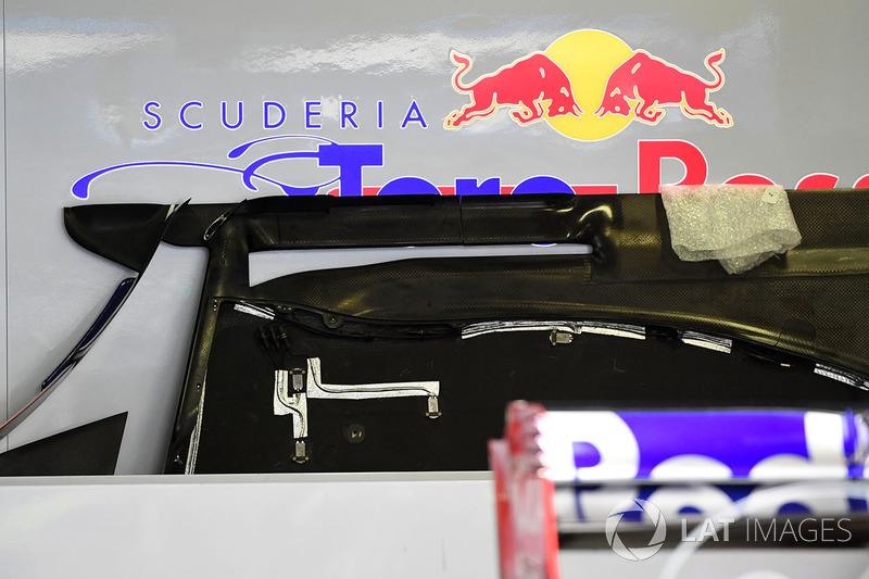Днище Scuderia Toro Rosso STR12