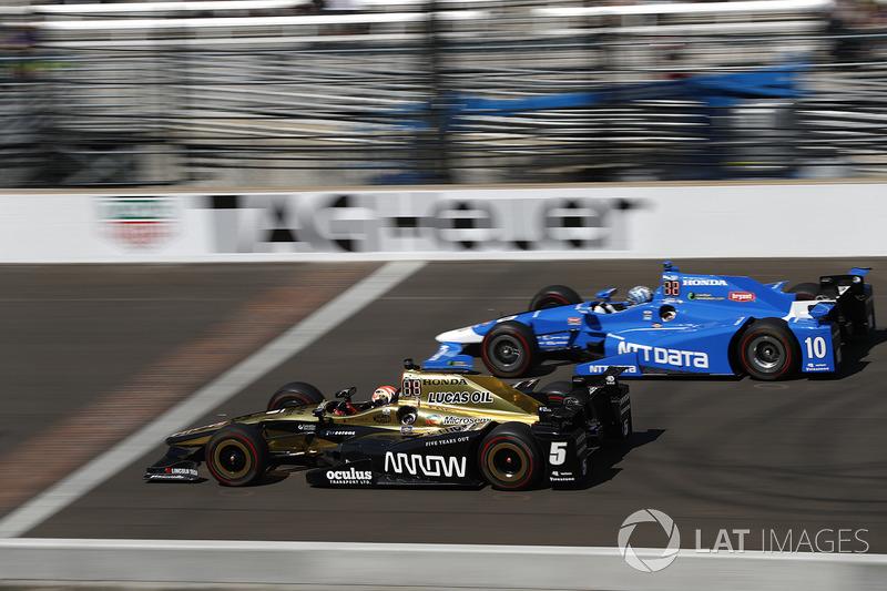 Джеймс Хінчкліфф (Schmidt Peterson Honda) та Тоні Канаан, (Chip Ganassi Honda)