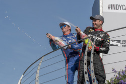 Podium: winner Will Power, Team Penske Chevrolet, second place Scott Dixon, Chip Ganassi Racing Honda