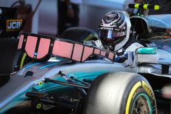 Valtteri Bottas, Mercedes-Benz F1 W08  arrive dans le parc fermé