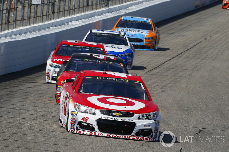 Kyle Larson, Chip Ganassi Racing Chevrolet, Kurt Busch, Stewart-Haas Racing Ford