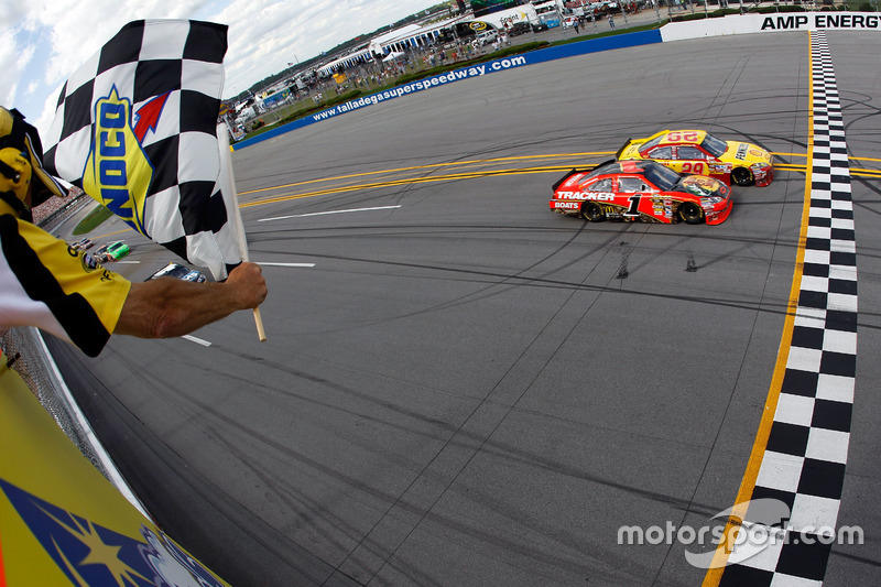 Talladega 2010: Kevin Harvick vs Jamie McMurray