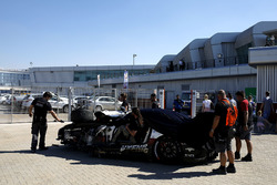 The crashed car of #1 Hofor-Racing Mercedes-AMG GT3: Michael Kroll, Chantal Kroll, Roland Eggimann, Kenneth Heyer, Christiaan Frankenhout