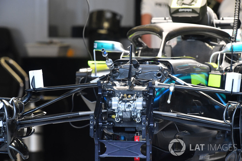 Mercedes-AMG F1 W09 front suspension detail