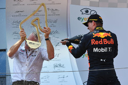 Race winner Max Verstappen, Red Bull Racing celebrates on the podium with Jonathan Wheatley, Red Bull Racing Team Manager and the champagne